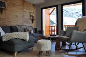 A seating area at Appt Le Caribou/La Mongie