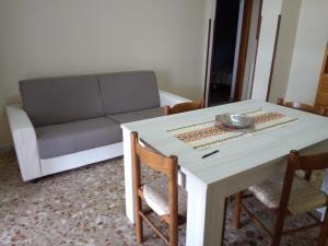 A seating area at Casa di Jerry Castellabate 2