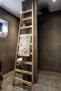 Salle de bains dans l'établissement Maison de l'Epée