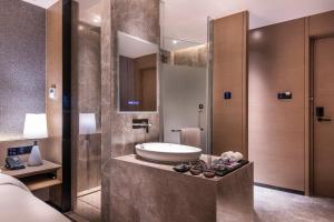 A bathroom at Mercure Suzhou Downtown