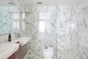 A bathroom at The Watermark