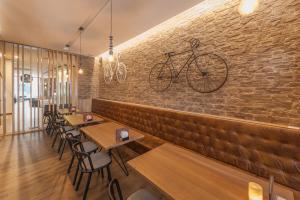 De lounge of bar bij Ostend Hotel
