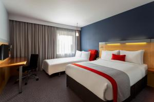 A bed or beds in a room at Holiday Inn Express Birmingham Redditch, an IHG Hotel