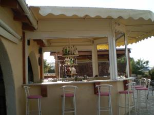 The lounge or bar area at Atlantis Beach Hotel