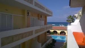 A balcony or terrace at Atlantis Beach Hotel