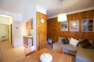 A seating area at Apartament Boix petit