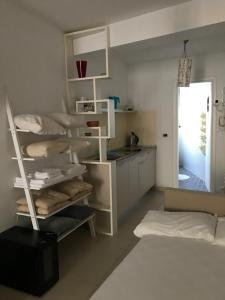 Двухъярусная кровать или двухъярусные кровати в номере Apartments Casa Sul Mare