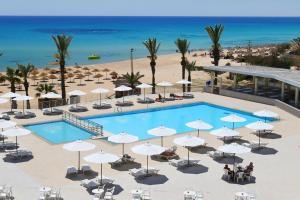 Uitzicht op het zwembad bij Omar Khayam Resort & Aqua Park of in de buurt