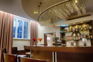 The lounge or bar area at Focus Hotel Szczecin
