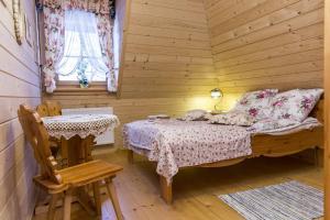 Łóżko lub łóżka w pokoju w obiekcie Smrekowe Domki