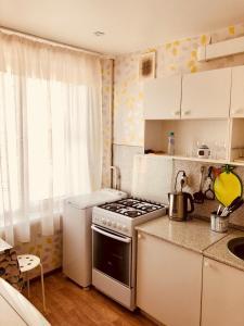 Кухня или мини-кухня в Studio on Lobachevskogo street
