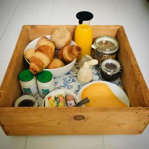 Breakfast options available to guests at Joans B&B