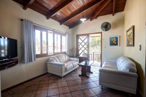 Uma área de estar em Morada do Sol Apart Hotel