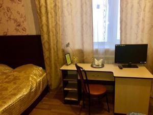 Телевизор и/или развлекательный центр в Отель Ника