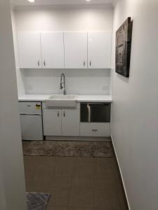 A kitchen or kitchenette at Broadway Apartment