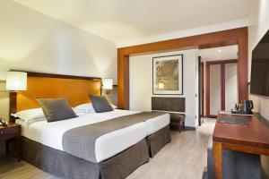 Hotel Balmoral tesisinde bir odada yatak veya yataklar