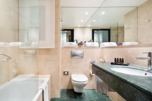 Hotel Balmoral tesisinde bir banyo