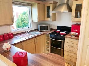A kitchen or kitchenette at Heacham Gold Caravan