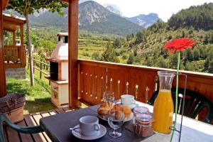 Un restaurante o sitio para comer en Camping Cadí Vacances & Spa