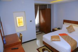 A bed or beds in a room at Kerawi international hotel
