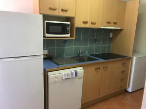 A kitchen or kitchenette at Coral Cove Resort