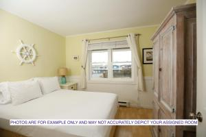A bed or beds in a room at The Montauk Soundview