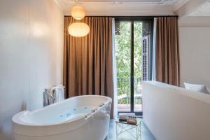 A bathroom at Alexandra Barcelona Hotel, Curio Collection by Hilton