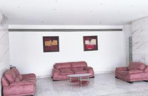 A seating area at Aracan Pyramids Hotel