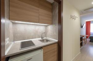 Una cocina o zona de cocina en Apart-hotel Serrano Recoletos