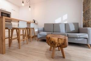 A seating area at Apartamentos Mar de Fondo Muxia