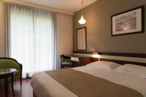 Un ou plusieurs lits dans un hébergement de l'établissement Villa Borghese, The Originals Relais