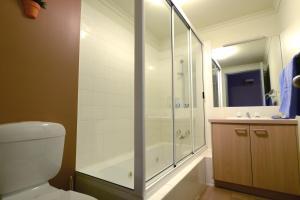 A bathroom at Falls Creek Country Club