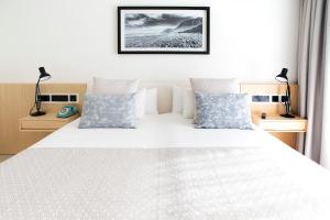 Un ou plusieurs lits dans un hébergement de l'établissement Hotel Lava Beach