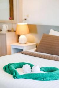 Ein Bett oder Betten in einem Zimmer der Unterkunft Makathanee Resort