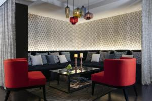 A seating area at Loews Minneapolis Hotel