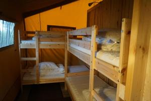 A bunk bed or bunk beds in a room at Camp Hverringe