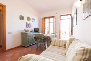Area soggiorno di Sea and Relax San Vito Residence by Wonderful Italy
