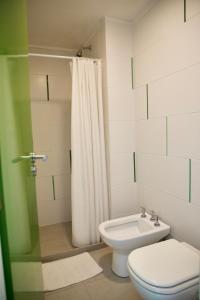 A bathroom at America Del Sur Hostel Buenos Aires