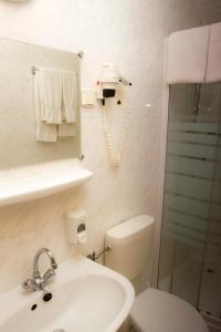 A bathroom at Hotel Molnár