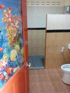 A bathroom at Palm Kaew Resort Krabi