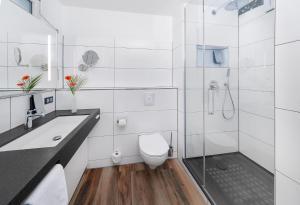 A bathroom at SI-SUITES