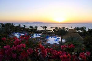 Het zwembad bij of vlak bij Royal Grand Sharm Resort