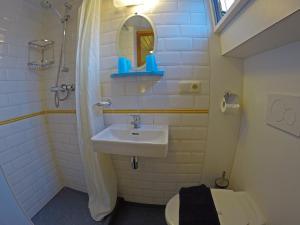 Een badkamer bij Botel Elodie