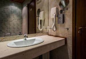 A bathroom at Platinum Hotel and Casino Bansko