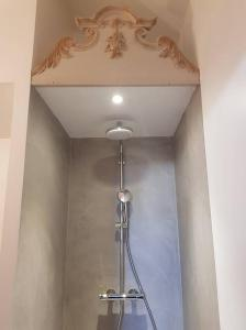 A bathroom at La Maison Bleue
