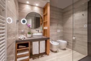 A bathroom at Green Park Madama