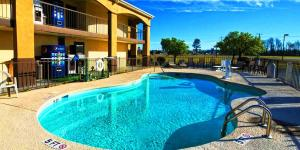 The swimming pool at or near Florence Inn and Suites