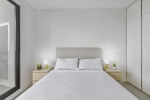 A bed or beds in a room at New One-Bedroom with Sweeping Views