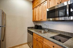 A kitchen or kitchenette at Homewood Suites by Hilton Boise