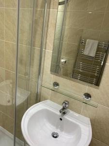 A bathroom at The Waverley Inn